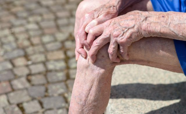 older man with knee pain